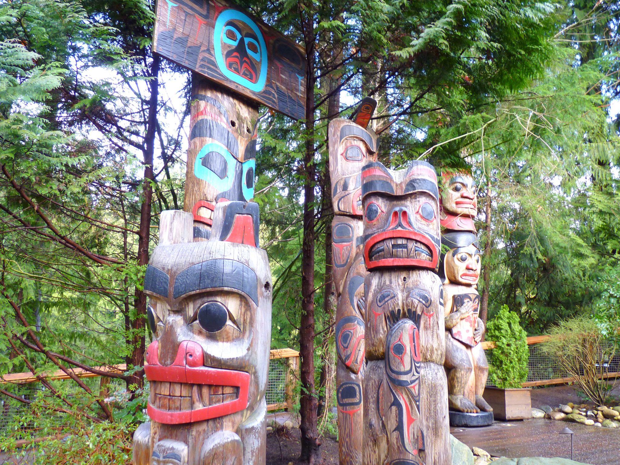 Totem 02 Capilano Suspension Bridge Park Vancouver Canadá Mundo Indefinido